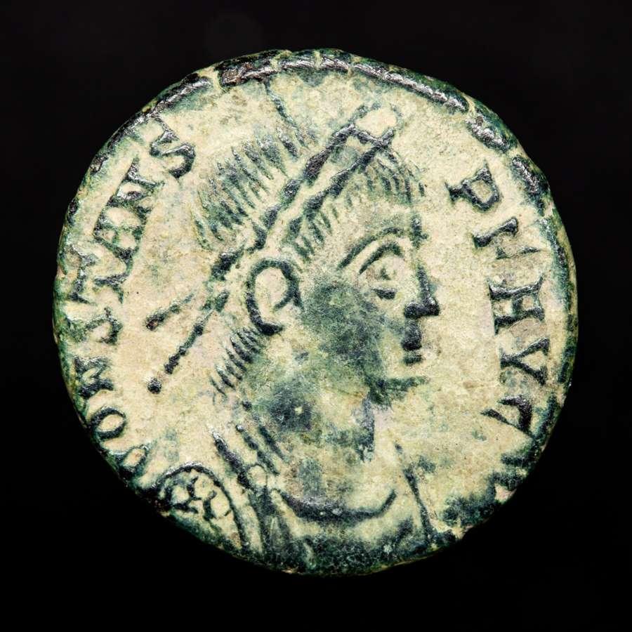 *lucernae* Constans, 340-350 Ae15. Arles. Victoriae Dd Avgg Q Nn/na// Sarl.